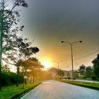 Photo taken at •The SUN - Twilight, Dawn, Dusk, Twilight - The SUN• by Ujang Kobau • V§ •™ on 3/19/2013