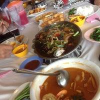 Photo taken at Thara Tom Yam Seafood by Ujang Kobau • V§ •™ on 12/9/2012