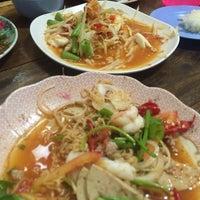 Photo taken at ร้านลูกหิน ส้มตำ อาหารอีสาน by Kamon S. on 6/24/2016