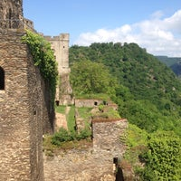 Photo taken at Schloss Rheinfels by Rahel H. on 5/27/2016