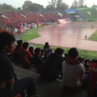 Photo taken at Stadion Manahan by Gavendra D. on 5/29/2013