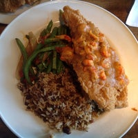 Photo taken at Landry's Seafood House by Esra E. on 2/6/2014