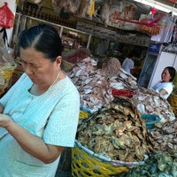 Photo taken at Tabo-an Market by R̤̮o̤̮s̤̮i̤̮e̤̮😘 B. on 6/5/2013