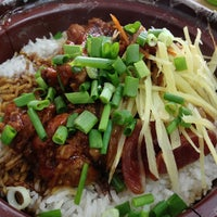 Photo taken at Restoran Veng Soon Claypot Chicken Rice (永顺瓦煲鸡饭餐室) by Michael Yee on 4/3/2013