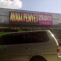 Photo taken at Ayam Penyet Surabaya by Citra F. on 9/1/2013