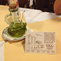 Photo taken at 1900 Pizzeria by Anna Beatriz on 6/8/2013