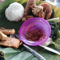 Photo taken at Raja Kuliner by daniel M. on 2/1/2013