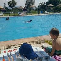 Photo taken at Entur Termal Otel Acik Havuz by Zeynep E. on 9/8/2016