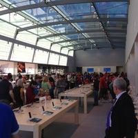 Photo taken at Apple Palo Alto by Geoffrey S. on 10/27/2012