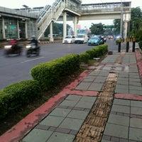 Photo taken at Halte TransJakarta Senayan JCC by Fujita N. on 10/6/2016