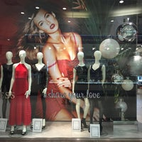 Photo taken at GUESS by 🍒Lü🍒 on 12/31/2015
