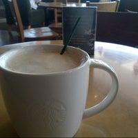 Photo taken at Starbucks by Doni J. on 6/14/2013