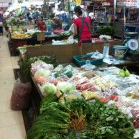 Photo taken at Ying Charoen Market by marisaploy m. on 4/10/2013