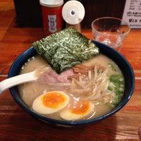 Photo taken at 久留米らーめん 鐵釜 六本木ヒルズ店 by HMitsuda on 11/29/2013