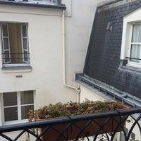 Photo prise au Hôtel Saint-Paul le Marais par Kim P. le11/21/2014
