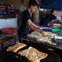Photo taken at (Restoran Rafi) Murtabak Tomok Kg. Melayu by Ben S. on 6/29/2014