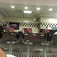 Photo taken at Steak 'n Shake by Jasmine M. on 7/18/2013
