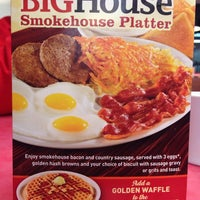 Photo taken at Huddle House by Wesley W. on 2/9/2014