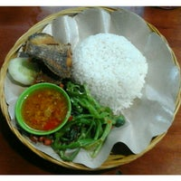 Photo taken at Warung Makan  Cinta Rasa Ikan mujair asli songan by I Komang P. on 5/19/2016