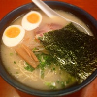 Photo taken at 久留米らーめん 鐵釜 六本木ヒルズ店 by mayumi on 1/3/2014