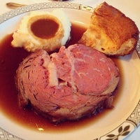 Photo taken at Lawry's The Prime Rib by Grace Magdalene L. on 12/1/2012