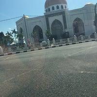 Photo taken at Masjid Al-Ghufran by Fairol H. on 1/31/2016