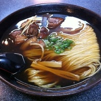 Photo taken at Suzu Noodle House by Tomoko B. on 6/29/2012