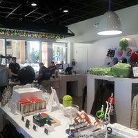 Photo taken at Google Store by arkatPDA B. on 6/25/2012