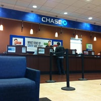 Photo taken at Chase Bank by vmcampos on 3/24/2011