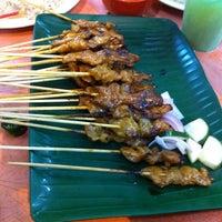 Photo taken at Nam Heng Restaurant by Yeow Seng C. on 8/6/2011