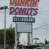 Photo taken at Dunkin' Donuts by Robin F. on 4/20/2012