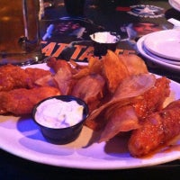 Photo taken at Pluckers Wing Bar by Matt L. on 8/4/2012