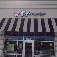 Photo taken at Gigi's Cupcakes by John M. on 7/13/2013