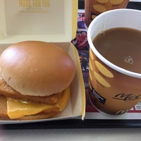 Photo taken at マクドナルド 北5西20店 by 翁庵 on 9/17/2016