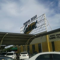 Photo taken at Giant Hypermarket by Zaimi C. on 11/29/2012