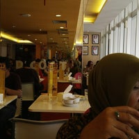 Photo taken at D'Cost Seafood by Agus H. on 11/30/2013