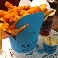 Photo taken at Victor Fish 'n' Chips by Edenilso G. on 11/25/2012