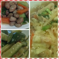Photo taken at Zephyr Tea House Cafe 飄香 by Eddy L. on 1/31/2015