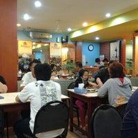 Photo taken at Sampan Seafood by Lia n. on 8/6/2013