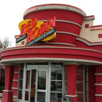 Photo taken at Red Robin Gourmet Burgers by Rodolpho P. on 11/26/2013