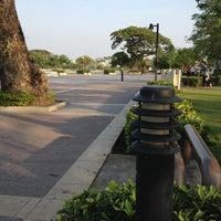 Photo taken at สวนนวมินทร์ภิรมย์ (บึงลำพังพวย) Nawaminphirom Park (Bueng Lam Phang Phuai) by saovalak s. on 3/19/2013