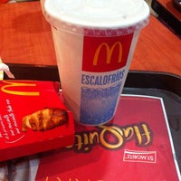 Photo taken at McDonald's by Ana Patricia C. on 1/17/2014