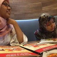 Photo taken at Pizza Hut by Hanz Azri on 9/30/2016