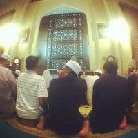 Photo taken at Masjid Saidina Abu Bakar As-Siddiq (مسجد سيدنا ابو بكر الصديق) by Ehsan Hanafi on 7/20/2013