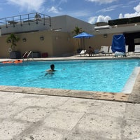 Photo taken at Hilton Hotel Rooftop Pool by Renê Gilberto F. on 8/22/2015