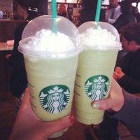 Foto tirada no(a) Starbucks por Chau B. em 5/12/2013
