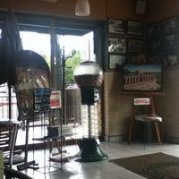 Photo taken at 5ta. Avenida Café by Job O. on 8/28/2013