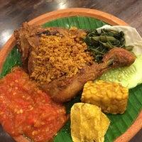Photo taken at Restoran Ayam Penyet- AP by Hashridz R. on 6/13/2016