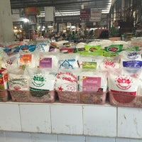 Photo taken at ตลาดสดเทศบาลเมืองปราจีนบุรี by Obay K. on 12/3/2015