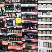 Photo taken at Walgreens by Julhia P. on 11/17/2013